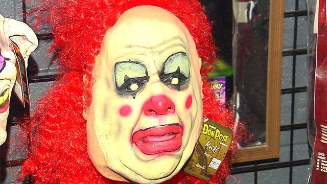 Clown tried to lure 9-year-old girl with cash, police say