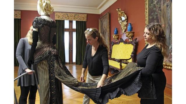 New Biltmore exhibit features fashion from classic films