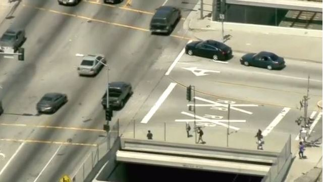 High-speed chase of murder suspect in Los Angeles