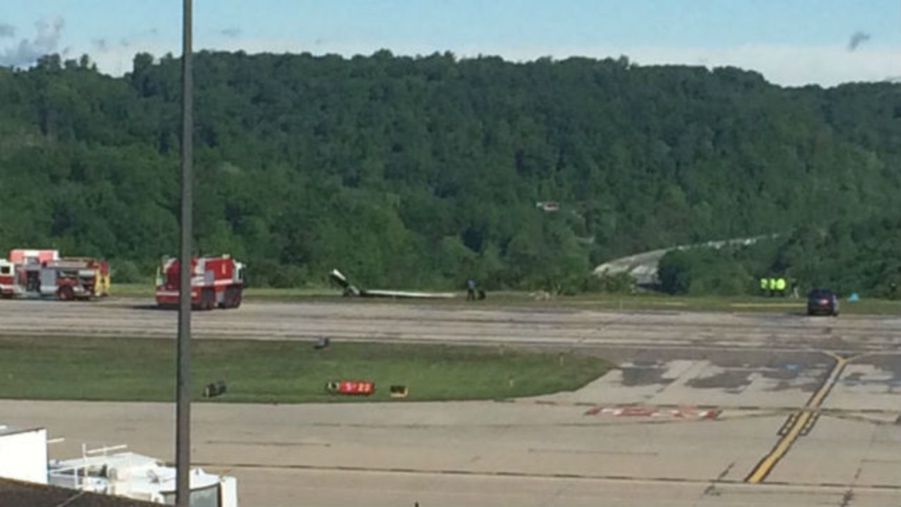 57dbc71e76 2 dead after cargo plane crashes at WV airport