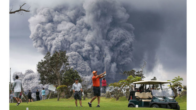 Stunning images show people golfing during volcanic eruption in Hawaii