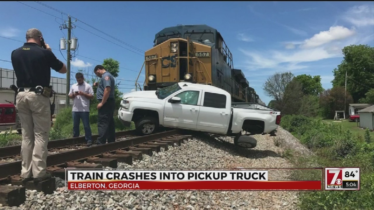 Train vs  truck crash in Elberton, Ga , drivers asked to avoid area