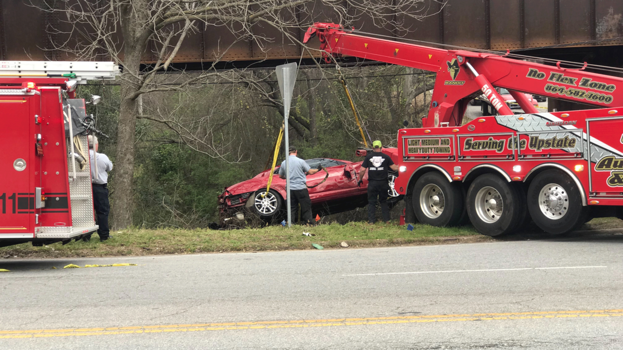 Crews working to remove car in creek in Spartanburg